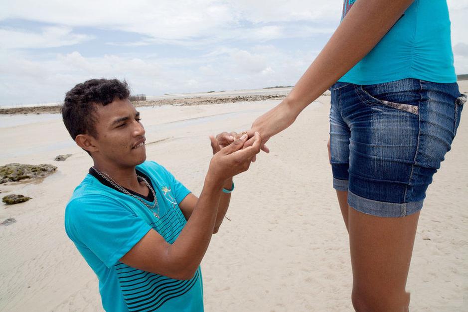 世界最高少女被1米6男友求婚