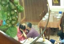 教授和学生吃饭 强吻了女发学生 被爆光了才道歉