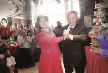 结果总是让人醉了 坚持做广播操57年 老人100岁生日宴上跳探戈祝兴