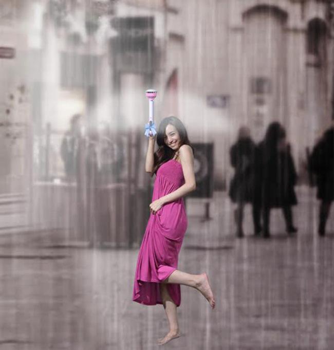 创意空气伞:站在雨中,让人多么的为你担心,而你却那么的自信