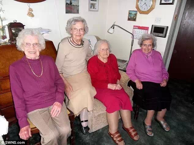 世界上最长寿的四姐妹,长寿的秘密是只吃英国食物?