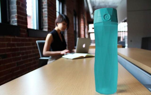 能提醒你每天喝水的智能水怀