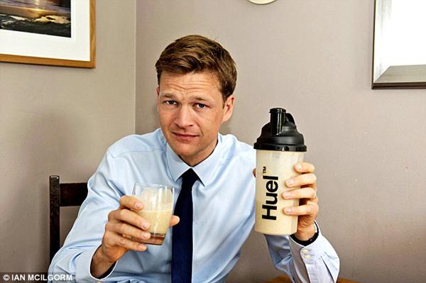 """超级食物""""人类燃油"""" 每天喝下2.7升无需再吃其他东西"""