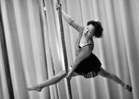 70岁老太太跳钢管舞:跳了5年就拿全国金奖 当过出彩中国人
