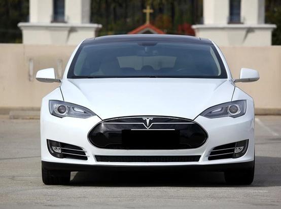 特斯拉汽车Model S将可无线充电:充1小时跑20英里 停车即可充电...
